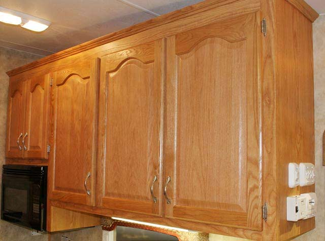 Paint and knobs to complement honey oak cabinets counter for Oak kitchen cabinets